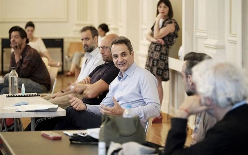 IΟ Κυριάκος Μητσοτάκης στην πρόβα του Εθνικού Θεάτρου για τους «Πέρσες» του Αισχύλου